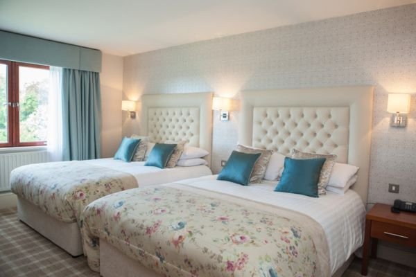 Four Seasons Hotel Carlingford bedroom